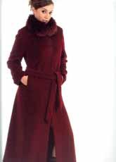 烫钻毛领长大衣