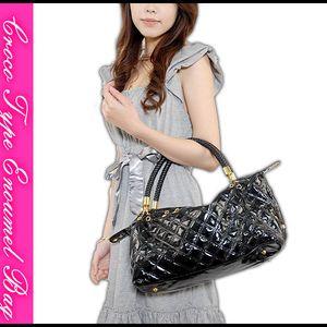 エナメル3wayハンドバッグ(女式时尚全黑漆皮两用包)