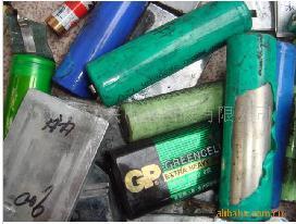高い価額の現金で廃棄電池を回収する
