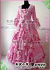 上品な手作りドレスを提供